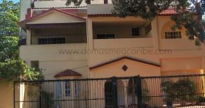 ID-961 Excelente edificio, versatil, amplio y optima ubicacion -Gazcue-